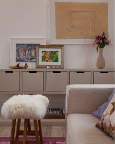 Composição de quadros e uma linda produção fazem toda diferença 😍😍😍 #architecture #inspiração #decoração #interiores #instadesign #instadecor #details #designinspiration #interiordesign #decor #homedesign #arquitetura #luxury #archilovers #homestyle #instahome #lovers #amazing #follow #instagood #deborahroig8
