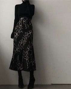 All black outfit with skirt fitnees aesthetic Modest Fashion, Hijab Fashion, Korean Fashion, Fashion Dresses, Fashion Shoes, Fashion Jewelry, Aesthetic Fashion, Look Fashion, Aesthetic Clothes