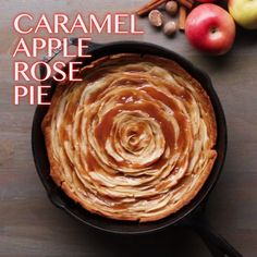 Tarte aux pommes et caramel - Caramel Apple Rose Pie Tasty Videos, Food Videos, Cooking Videos Tasty, Delicious Desserts, Dessert Recipes, Yummy Food, Apple Pie Recipes, Sweet Recipes, Apple Desserts