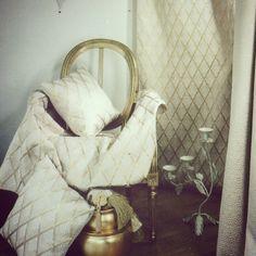 Inspiration weekend. Vintage / Création & Édition de tissus par la Maison Pascale Gontier. #pascalegontier #maisongontier #tissus #décoration #ameublement #luxe #vintage #deco