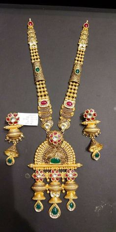 Indian Jewelry Earrings, Real Gold Jewelry, Gold Jewelry Simple, Indian Wedding Jewelry, Gold Jewellery Design, Jewelery, Gold Mangalsutra Designs, Antique Gold, Gold Haram