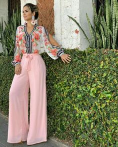 This style 😍😍😍! 70s Fashion, Look Fashion, Hijab Fashion, Fashion Dresses, Womens Fashion, Saturday Outfit, Style Feminin, Vetement Fashion, Pantalon Large