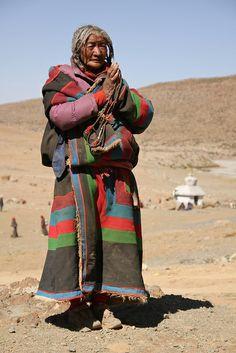 Old woman praying - Tibet