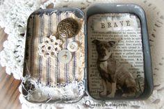 Altérée Altoid Tin Assemblage Collage altérée Art Tin par QueenBe