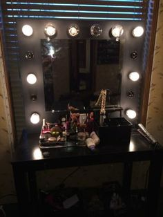 picture of vanity mirror with lights. Black Bedroom Furniture Sets. Home Design Ideas