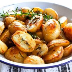 Effortless Garlic Roasted Potatoes | The perfect potato side dish recipe! It would taste great with chicken or steak.