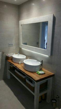 Mueble con espejo y leds