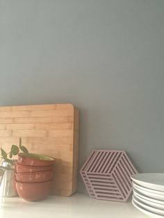 Muurverf Mat VTWonen Sea Green Inspiration Wall, Interior Inspiration, Wall Colors, House Colors, Colours, Dining Corner, Mint Green Walls, Interior Design Tips, Rustic Interiors