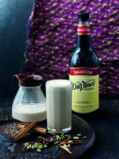 Syrop Spiced Chai, to prosty sposób na herbatę. Wystarczy zaparzyć earl grey dodać do niej odrobinę mleka i dwie łyżeczki syropu.