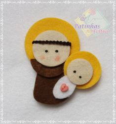 Mini Santo Antonio no Elo7 | Patinhas no Feltro (C835ED) Catholic, Embroidery Designs, Projects To Try, Patches, Sewing, Mini, Christmas, Crafts, Felt House