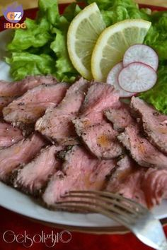 Herbal roast beef, light recipe-Roast-beef alle erbe, ricetta light high roast beef with herbs - Beef Skillet Recipe, Skillet Meals, Skillet Recipes, Barbacoa, Meat Steak, Cold Dishes, Antipasto, Light Recipes, Gastronomia