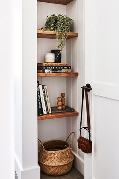 stunning small entryway ideas Built-in shelving by the front door adds character to the entryway not to mention some bonus storage!Built-in shelving by the front door adds character to the entryway not to mention some bonus storage! Decoration Hall, Doorway Decorations, Decoration Entree, Christmas Decorations, Living Room Decor, Bedroom Decor, Bedroom Ideas, Living Room Shelving, Hallway Shelving