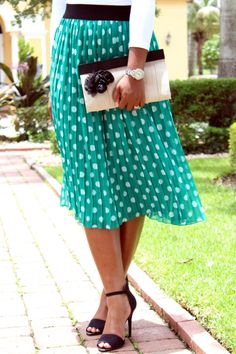 Adorable teal, polka dot skirt. Longer would be more flatterong on me, but this is still waay cute!! <3
