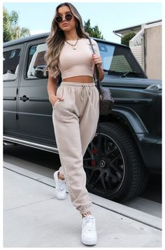 Crop Top Outfits, Cute Casual Outfits, Stylish Outfits, Fashion Outfits, Jogging Outfit Women, Cute Sweatpants Outfit, Looks Pinterest, Tracksuit Pants, Nike Joggers