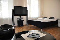 Sypialnia i wyposazenie  http://www.rainbowapartments.pl/apartament-kremowy/