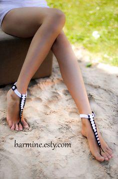 T-Armband schwarz / weiß barfuss Sandalen Nude Schuhe von barmine