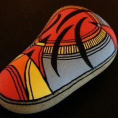 207, galet peint à l'acrylique dans des tons vifs et multicolores.