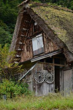 白川郷 Shirakawa Go, Medieval Houses, Japanese Landscape, Japanese Culture, Country Living, Architecture, House Styles, World, Travel