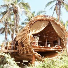 Unique Creative Tree House Design With Circular Shape And Bamboo Material Bamboo Architecture, Tropical Architecture, Sustainable Architecture, Residential Architecture, Contemporary Architecture, Casa Bunker, Bamboo Building, Green Building, Bamboo House Design