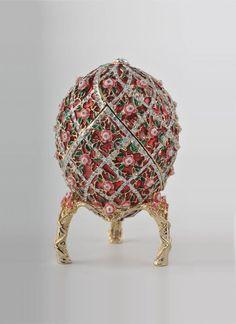 Fabrege Eggs, Faberge Jewelry, Sculpture Metal, Egg Designs, Egg Art, Egg Decorating, Russian Art, Objet D'art, Trinket Boxes