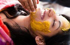 Lyžičku medu zmiešala s lyžičkou kurkumy a zbavila sa bolesti, schudla pár kilogramov a upravil sa jej cholesterol. Do lekárne už po lieky chodiť nemusí! | Babské Veci