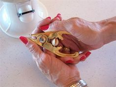 Gold plated pistachio opener for that pistachio lover! So easy to use, so clever it's fun! Wonderful Pistachios, Cooked Carrots, Nutcrackers, Foods With Gluten, Farms, Searching, Pallet, Healthy Snacks, Christmas Ideas