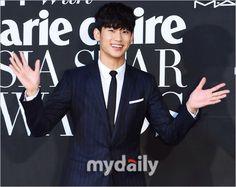 nice Kim Soo Hyun – Marie Claire Asia Star Awards (04.10.2014)