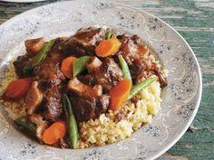 Ochsenschwanzgulasch mit Weizenbeilage ist ein Rezept mit frischen Zutaten aus der Kategorie Rind. Probieren Sie dieses und weitere Rezepte von EAT SMARTER!