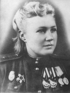 Командир звена 46-го гвардейского ночного бомбардировочного авиационного полка Р.И. Юшина