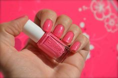 Essie - Off The Shoulder - Hello Kitty - Manucure Barbie