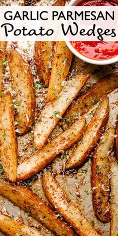 Garlic Parmesan Baked Potato Wedges These Oven Baked Garlic Parmesan Potato Wedges are crispy on the outside and soft on the inside. The garlic Parmesan flavor combo is a comforting classic. You'll want these on the side of every hearty meal! Parmesan Baked Potatoes, Parmesan Potato Wedges, Garlic Parmesan Potatoes, Making Baked Potatoes, Baked Garlic, Crispy Potatoes In Oven, Cheesy Potatoes, Roasted Potatoes, Baked Potato Wedges Oven