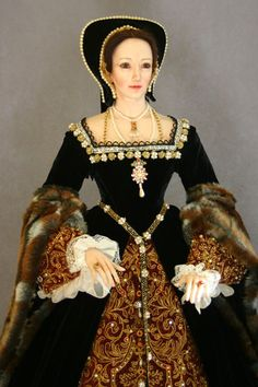 Anne Boleyn head and bodice figurine by Lady Finavon | Grand ...