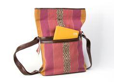 #Handtasche aus Leder und gewebter Wolle aus #Bolivien mit traditionellem Muster und viel Platz.