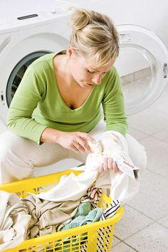 Suolaa, piimää ja hammastahnaa. Epämiellyttävät tahrat saa poistettua yllättävillä ainesosilla. Washing Machine, Home Appliances, Style, House Appliances, Swag, Appliances, Outfits