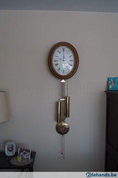 Ovalen hangklok met slinger Maker: Finistere breed: 37cm Hoog: 44cm