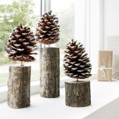Nordic inspired Pinecone Trees with a light dusting of sparkly snow. Use one or group several together as part of your festive Christmas decorations. {add a red plaid ribbon?Pinecone Trees - Grace & Glory HomeČarovanie so šiškami, namiesto drahých ozd Magical Christmas, Noel Christmas, Rustic Christmas, Winter Christmas, Christmas Ornaments, Christmas Fireplace, Pinecone Ornaments, Christmas Kitchen, Pinecone Decor