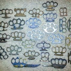 Purebrassknuckles.com Creative Crafts, Diy And Crafts, Trench Knife, Homemade Weapons, Self Defense Weapons, Brass Knuckles, Old Antiques, Knifes, Tactical Gear
