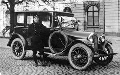 1920 -1930 -luku | Taksihelsinki.fi History Of Finland, Europe Eu, Helsinki, Car Pictures, Vintage Cars, Photographs, Italy, Classic, Board