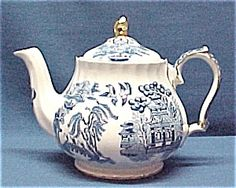 saddler blue willow teapot w/ gold trim