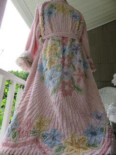 HEAVENLY Split Shell CAMEO Pink HANDMADE Chenille Bedspread Robe   Vtg  Bathrobe c9bd51805