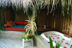 Honeymoon outdoor bathroom - awesome
