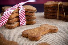 handmade holiday: healthy homemade dog treats « Food « back to her roots Puppy Treats, Diy Dog Treats, Homemade Dog Treats, Dog Treat Recipes, Healthy Dog Treats, Dog Food Recipes, Pumpkin Dog Treats, Dog Bakery, Snacks Saludables