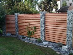 Remodeling and renovation of modern garden design with modern planting & Landscaping & 2019 Garden fence with wood and gabions Backyard Fences, Garden Fencing, Backyard Landscaping, Backyard Privacy, Backyard Pools, Backyard Designs, Landscaping Ideas, Balcony Garden, Indoor Garden