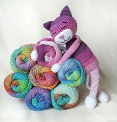 Beginning Crochet Amigurumi large cat crochet pattern - This classic ami cat is easy-to-create and perfect to start with if you're a beginner. The size of finished to Crochet Cat Pattern, Crochet Diy, Crochet Patterns Amigurumi, Crochet Crafts, Crochet Dolls, Crochet Projects, Knitting Patterns, Free Pattern, Amigurumi Tutorial