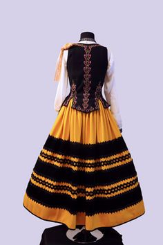 Folk Costume, Costumes, Bad Girl Aesthetic, Tatoos, Ethnic, Sewing Patterns, Gowns, Skirts, Clothes