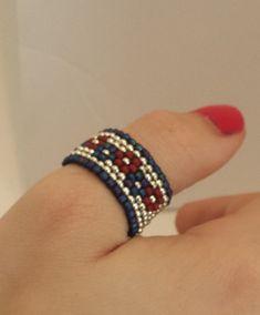 Beaded Ring /Size 10 / Flower Ring / Peyote Ring / Fashion