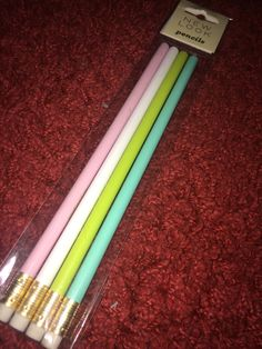 These pencils were in the new look sale for only one pound. As I am starting college later this year and also doing my GCSEs I wanted some cute pencils to keep me motivated.