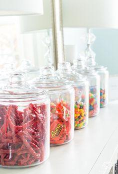Candy land 1 gallon jars for dessert bar setup Kitchen Pantry Design, Kitchen Jars, Kitchen Decor, Kitchen Organization Pantry, Home Organisation, Organization Ideas, Sweet Jars, The Home Edit, Bar Set Up