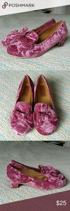 Joyfolie NWOB Pink Plum Cora Velvet Loafer Heels 6 Joyfolie NWOB Pink Plum Cora Velvet Loafer Heels w/ Bow Youth Size 6 Shoes Pumps Joyfolie Shoes Dress Shoes