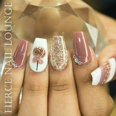 New short nails design gel disney Ideas Christmas Gel Nails, Holiday Nails, Holiday Makeup, Sassy Nails, Nail Jewels, Chic Nails, Coffin Nails Long, Manicure E Pedicure, Best Acrylic Nails